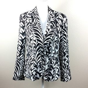 Roz & Ali black and white leaf blazer